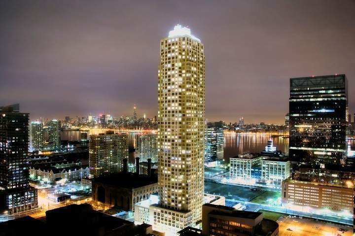 Trump plaza jersey city at 88 morgan st in downtown for Trump tower jersey city rentals