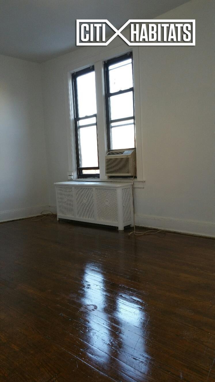 Streeteasy 30 01 84th street in jackson heights 2flr for Model apartment geffen