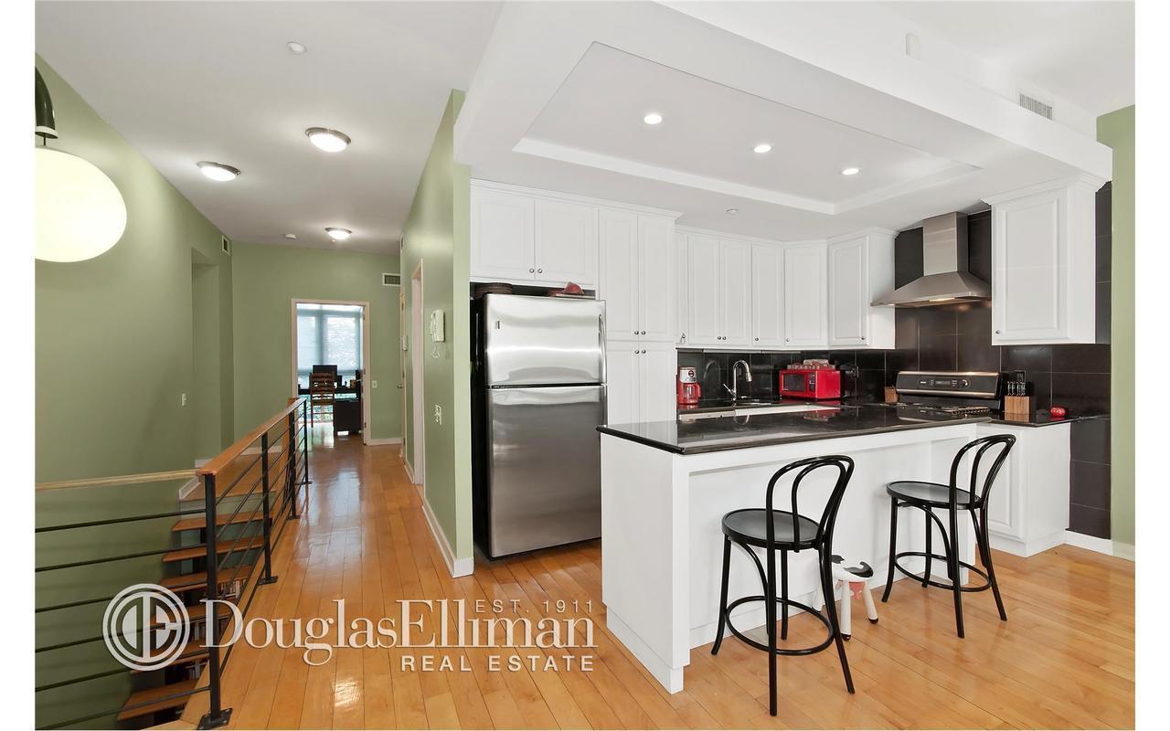 Apartment / Flat / Unit   82 Guernsey Street #1B, New York, NY 3