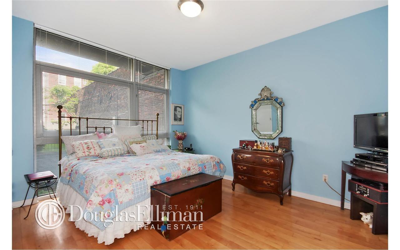 Apartment / Flat / Unit   82 Guernsey Street #1B, New York, NY 4