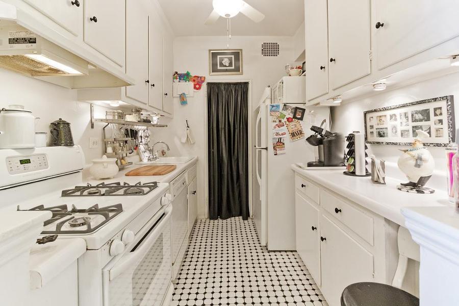 Apartment / Flat / Unit   303 Beverly Road #9N, New York, NY 3