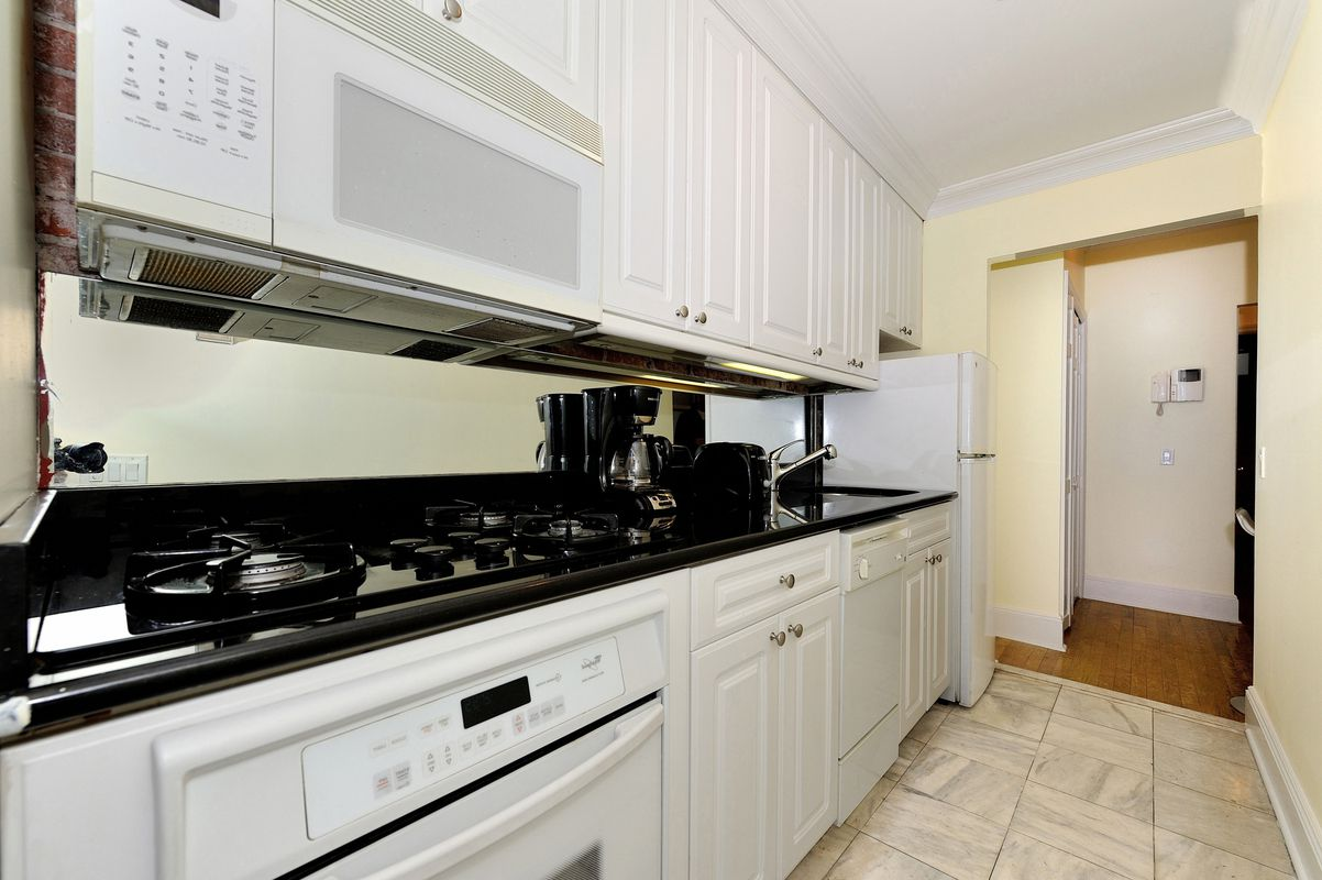 Hell S Kitchen Apt For Rent Nyc