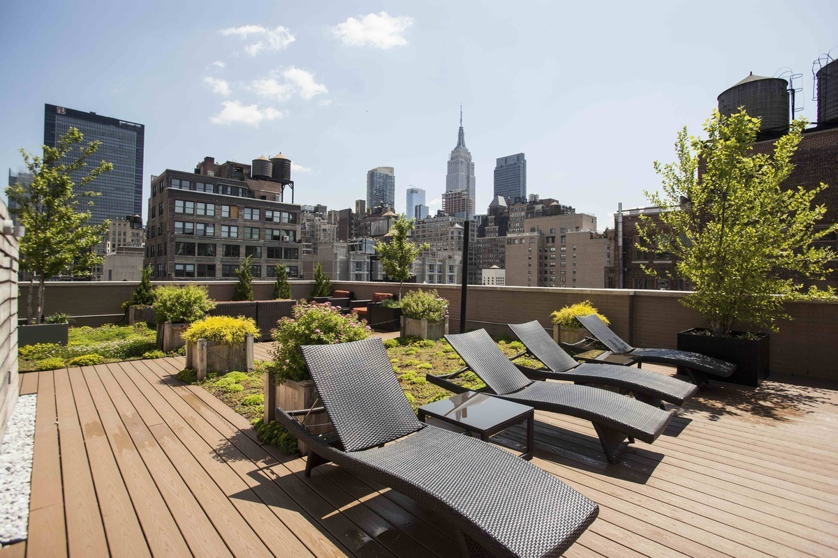 Chelsea Park At 260 West 26th St. In Chelsea : Sales