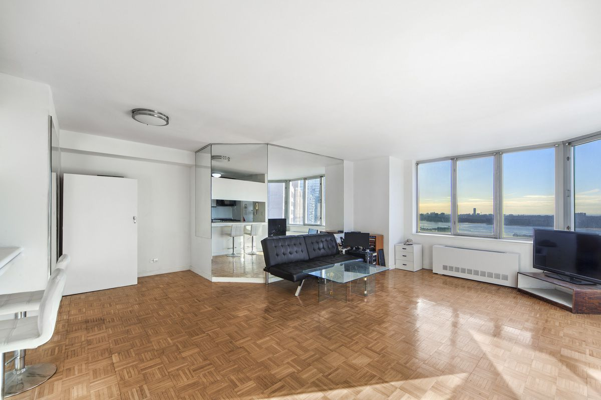 The Strand At 500 West 43rd St 31f