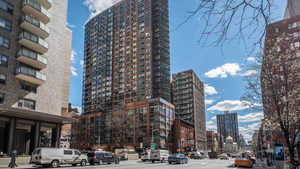 300 East 39th at 300 East 39th Street in Murray Hill
