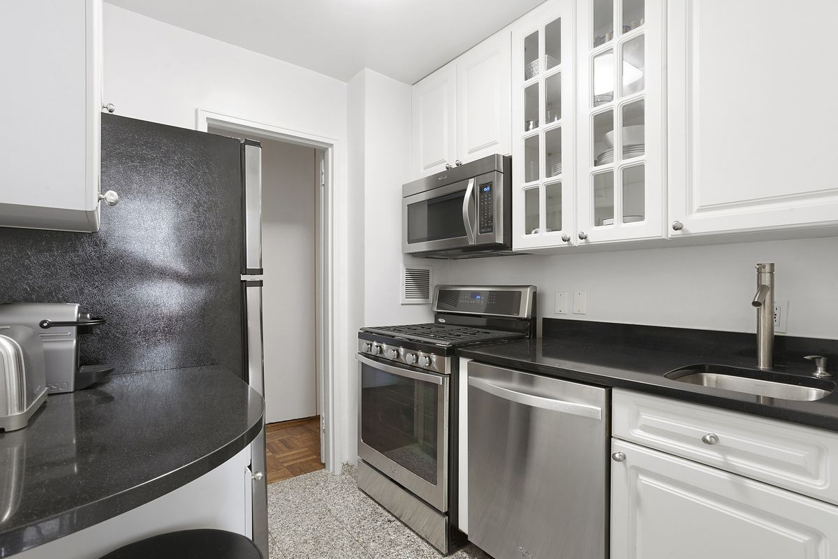 StreetEasy: Blair House at 200 East 58th Street in Sutton Place, 9J